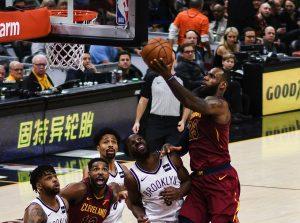 1280px-LeBron_James_Layup_(Cleveland_vs_Brooklyn_2018)